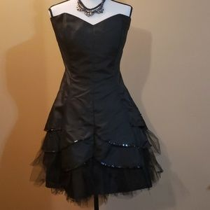 Black cocktail dress fits like 20W